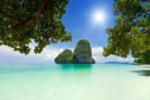 10085754-belle-roches-vertes-au-railay-beach-krabi-thailande