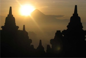 sunrise-at-borobudur-yogyakartahttptransmojoblogspotcom